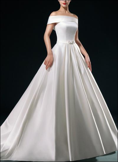 Klassisches Brautkleid mit U-Boot Ausschnitt