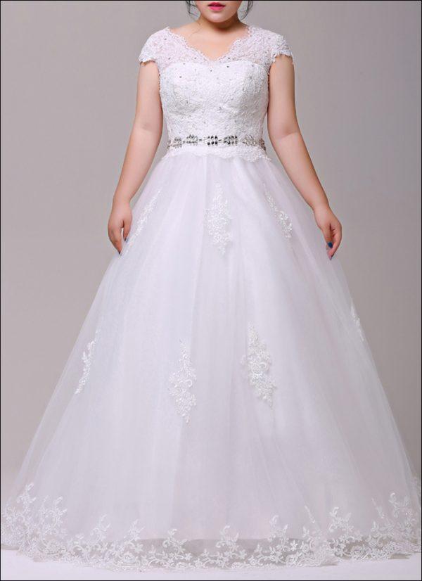 Brautkleid mit Spitzentop und Füllrock für kurvige Figur