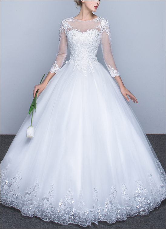 Hochgeschlossenes Brautkleid mit Ärmeln WD890