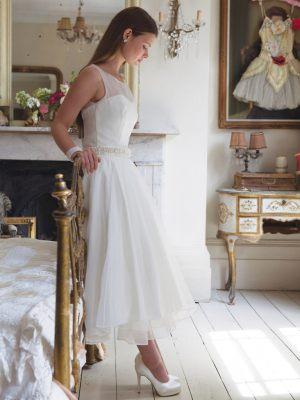 Schlichtes 50er Jahre Brautkleid mit Gürtel