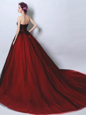 Atemberaubendes Abendkleid in rot schwarz