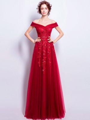 Rotes Tüllkleid mit elegantem Carmenausschnitt