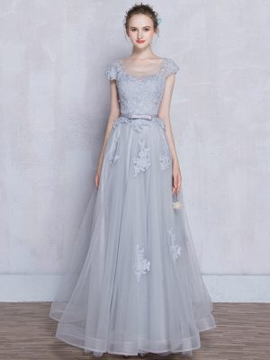 Zauberhaftes langes Kleid in Grau Blau mit süßer Spitze