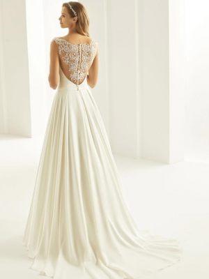 Verzierter Rückenausschnitt am Brautkleid