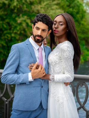 Gerade geschnittenes Brautkleid mit Ärmeln