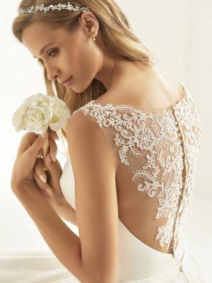 Brautkleid mit spitzenverziertem Rücken