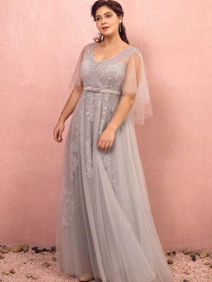 Graues Brautkleid mit umspielten Armen