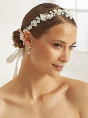 Haarschmuck mit Blumenornamenten
