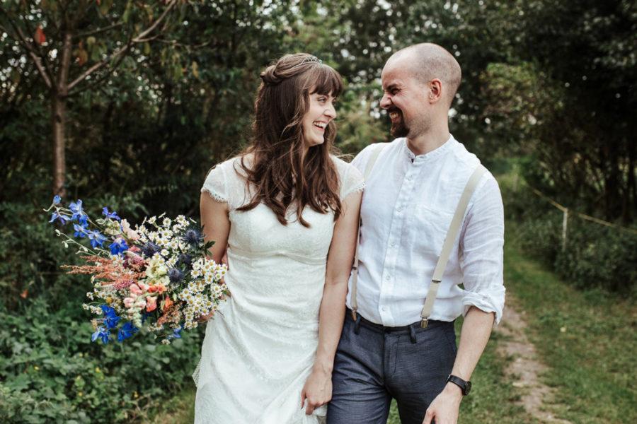 Ausgefallene Hochzeit im Schmetterlingsgarten