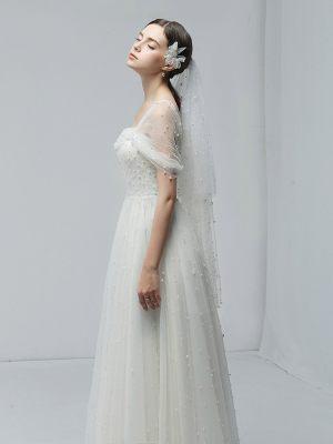 Design Brautkleid mit Perlen