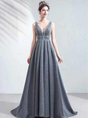 Blau-graues Abendkleid mit tiefem Ausschnitt