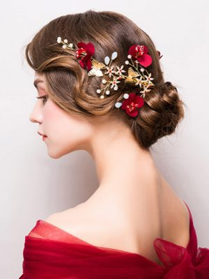 Haarspange mit roten Blumen