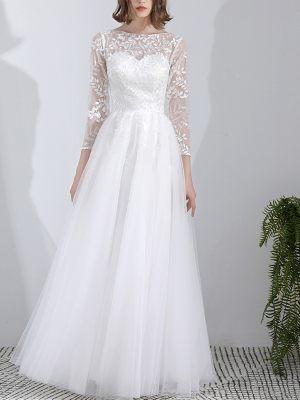 Brautkleid mit floraler Spitze