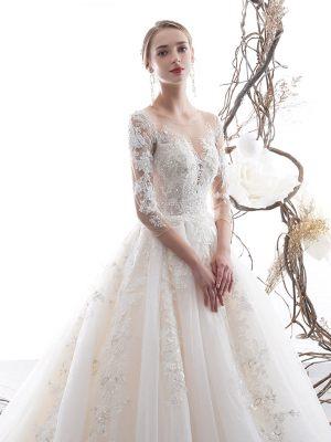 Brautkleid mit auslaufender Spitze