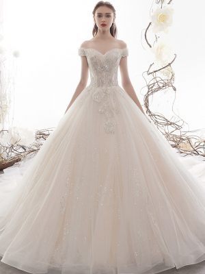 Klassisch geschnittenes Brautkleid mit Glitzer
