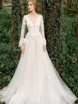 Brautkleid mit Rüschen an den Ärmeln