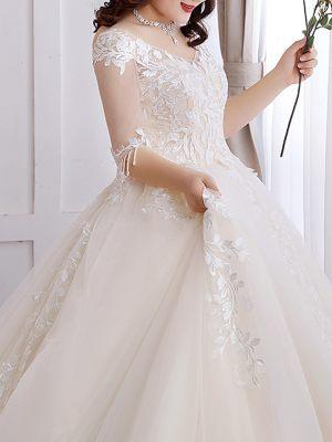 Plus Size Brautkleid mit Stickerei
