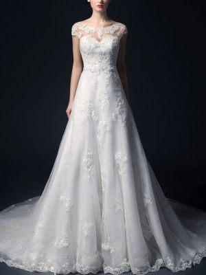 Schöne A-Linie Brautkleid aus feiner Spitze