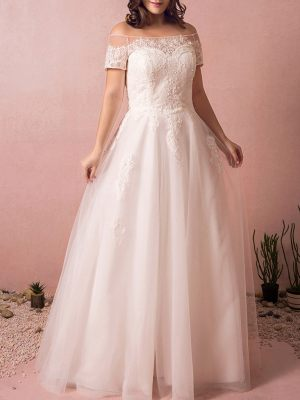 Curvy Brautkleid aus feinem Tüll