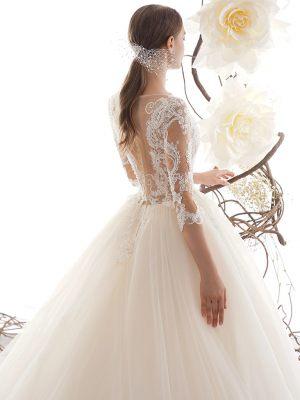 Brautkleid mit Spitzenärmeln