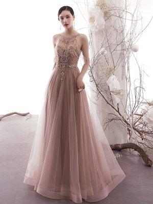 Elegantes Abendkleid im Blushton mit Stickereien