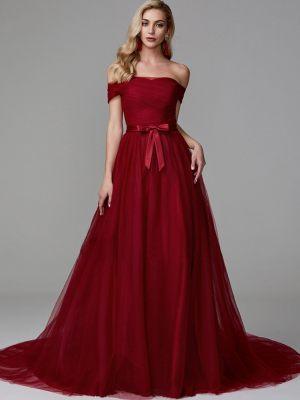 Dunkelrotes Brautkleid mit Carmenausschnitt