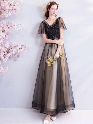 Zweifarbiges Brautkleid mit leichten Ärmeln