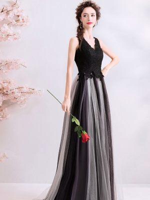 Schwarzes Brautkleid mit zweifarbigem Rock