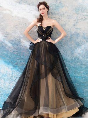 Scharzes Brautkleid mit goldenem Unterrock