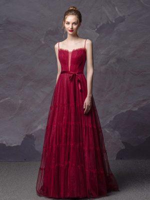 Rotes Abendkleid mit Trägern