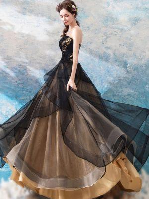 Schwarzes Brautkleid mit Goldenem Unterrock