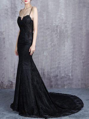 Schwarzes Brautkleid im Mermaidschnitt