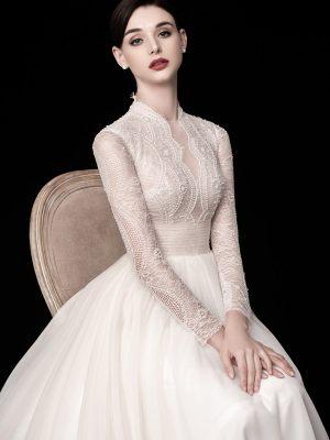 Elegantes Standesamtkleid mit feiner Spitze und langen Ärmeln