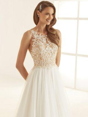 Atemberaubendes Brautkleid mit aufwendigem Oberteil