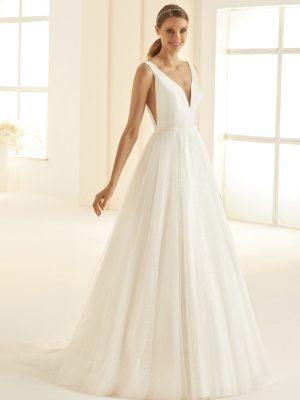 Schlichtes Brautkleid mit tiefen Ausschnitten
