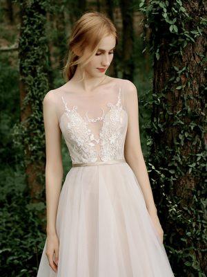 Leichtes Brautkleid mit Spitze