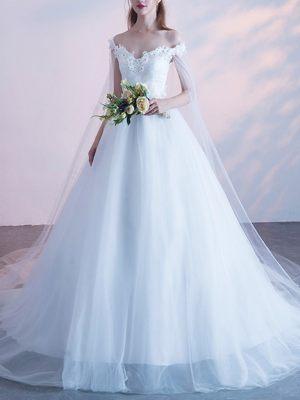 Weit ausgestelltes Kleid mit Carmenausschnitt
