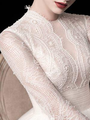 Brautkleidoberteil aus feiner Spitze