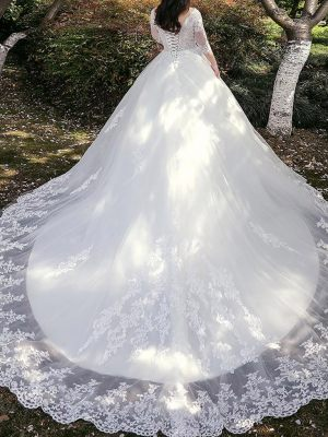 Curvy Bride mit langer Schleppe