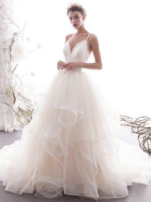 Volant Brautkleid mit schlichtem Oberteil