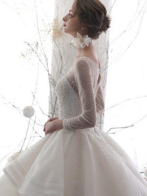 Brautkleid mit Tüllärmeln