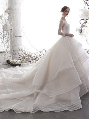 Duchesse Brautkleid mit Stufenrock