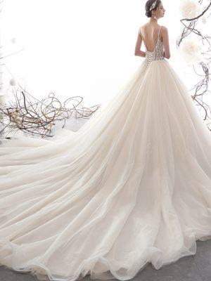 Romantische lange Schleppe am Brautkleid