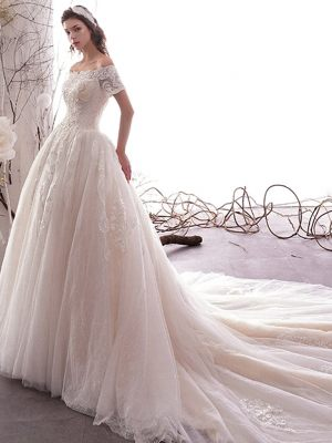 Klassisches Princess Kleid mit Carmenausschnitt