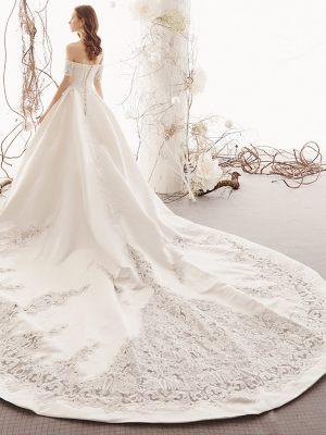 Duchesse Brautkleid mit langer Schleppe