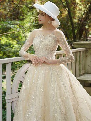 Geschlossenes Prinzessinnen Brautkleid mit Ärmeln