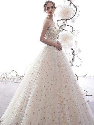 Trägerloses Brautkleid mit Sternenprint
