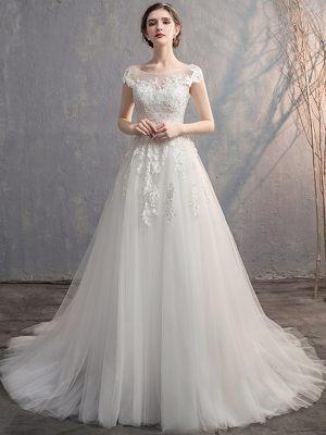 Brautkleid mit überschnittenen Ärmeln