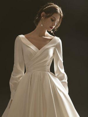 Satin Brautkleid mit Ärmeln