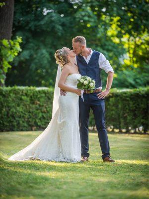 """""""Ich möchte mich einfach nochmal bei euch für die tolle Beratung und den freundlichen Service bedanken. Ich hatte bei euch nicht eine Minute das Gefühl gehabt, dass es um Verkauf geht, sondern das es für euch das wichtigste ist eine glückliche Braut zu sehen."""""""